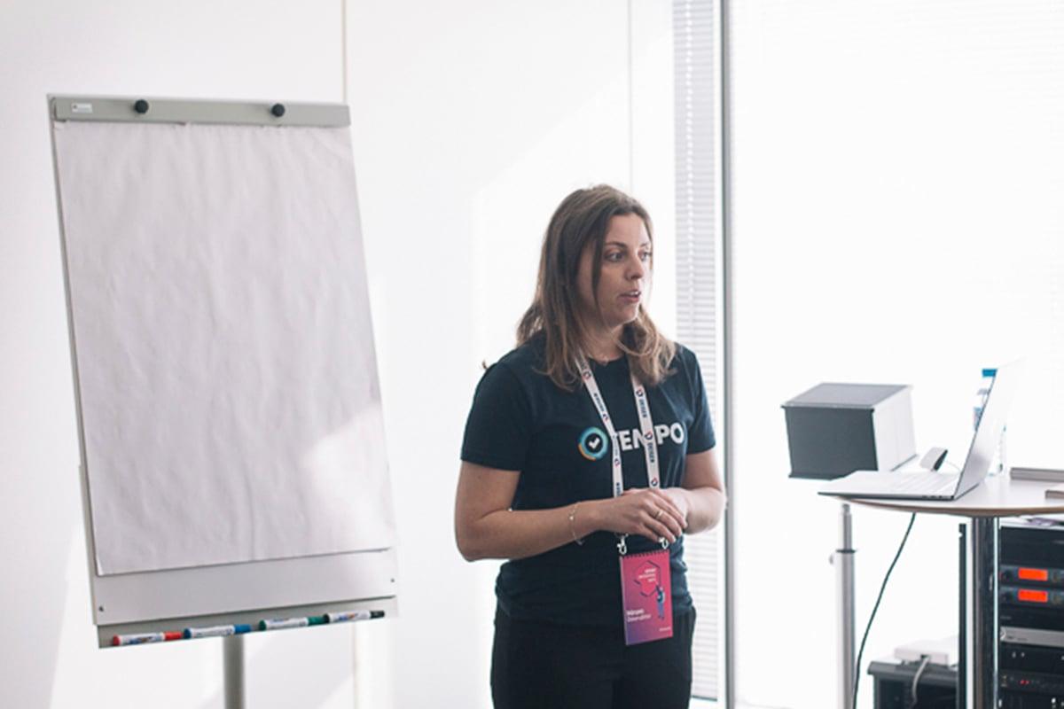 El equipo de Tempo explicando las ventajas de Tempo Timesheets